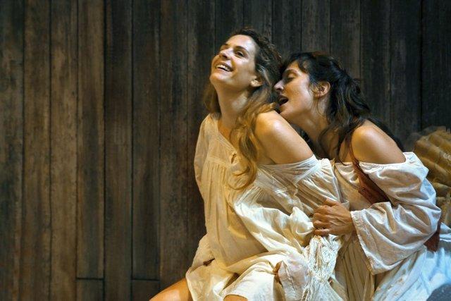Marta Marco Y Clara Segura En L'espera', En El Teatre Lliure