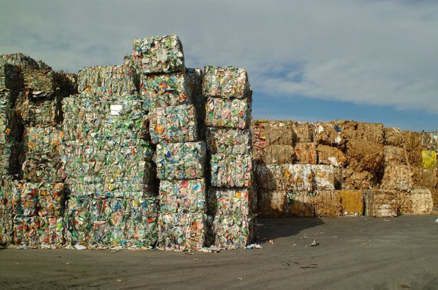 Envases, Tetrabriks A La Espera De Ser Reciclados