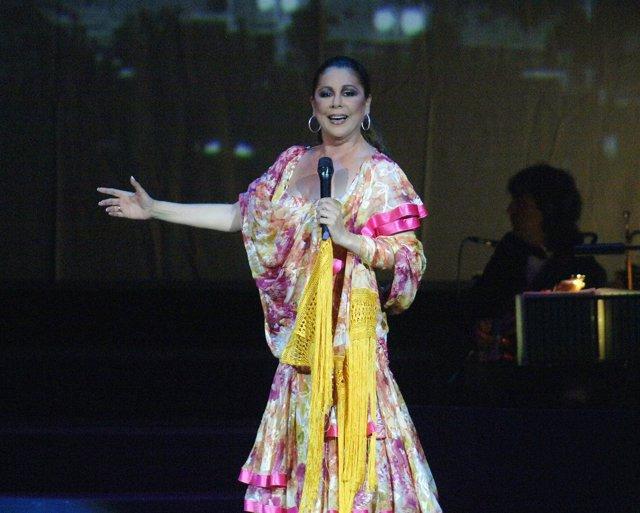 La tonadillera Isabel Pantoja durante un concierto en Barcelona