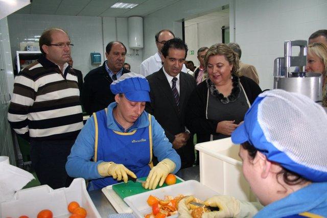 Clara Aguilera en la cooperativa Albentillas, en Bentarique