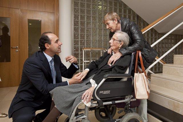 Diego Visita La Residencia La Caridad