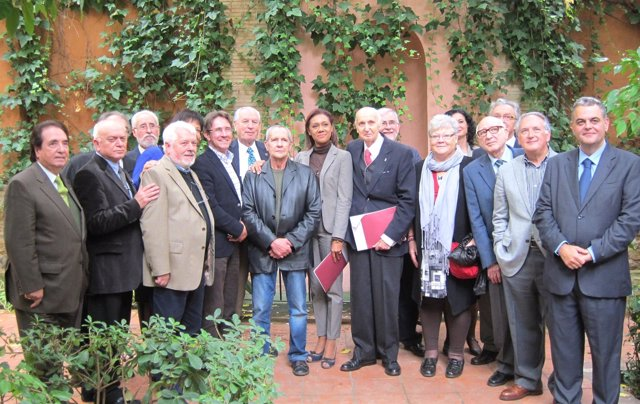 La Consellera Lola Johnson Posa Junto A Los Miembros Del CVC