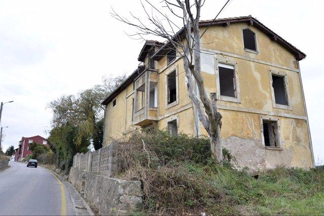 Edificio Declarado En Ruina En Adarzo