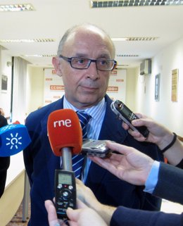 Cristobal Montoro Atiende A Los Periodistas