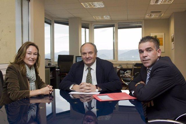 Alcaldesa De Santoña, Consejero De Medio Ambiente Y Alcalde De Argoños.
