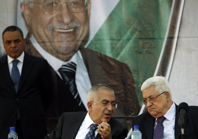 Mahmud Abbas con el primer ministro palestino Salam Fayyad