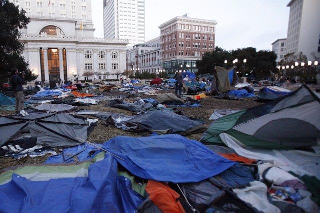 Campamento De Occupy Oakland Desalojado Por La Policía De La Ciudad