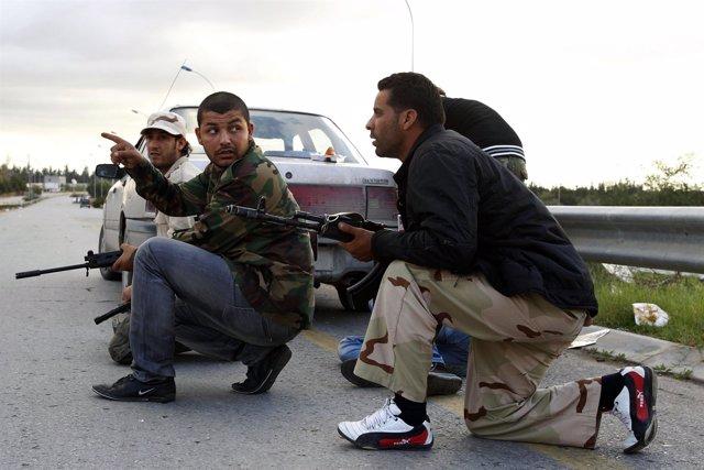 Milicianos Libios Luchan Contra Un Clan Rival Por El Control De Una Base Militar