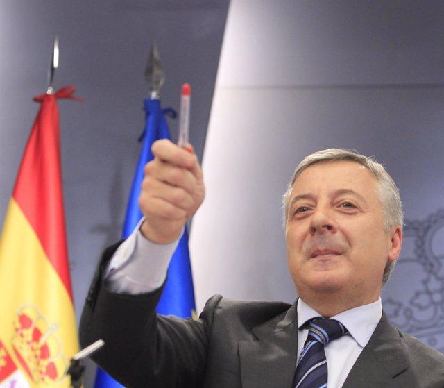 El Portavoz Del Gobierno Y Ministro De Fomento, José Blanco