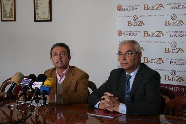 Salvador García Y Leocadio Marín Informa Del Hermanamiento Con Carcassonne.