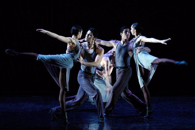 Ballet Contemporáneo Del Teatro San Martín De Buenos Aires Llega Al Maestranza
