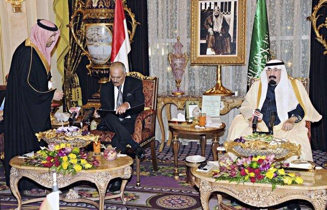 El Presidente Yemení, Alí Abdulá Salé, Firma Su Renuncia Al Poder