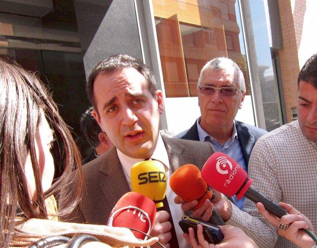 Jorge Alarte atiende a los periodistas en imagen en archivo