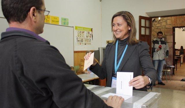 Ana Madrazo, Candidata Del PP Cántabro, Votando El 20N