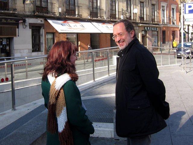 El Concejal De IU Manuel Saravia Junto A Su Compañera María Sánchez