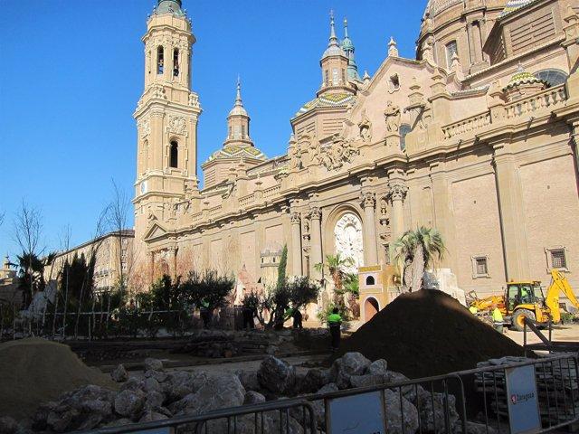Belén En Construcción En La Plaza Del Pilar
