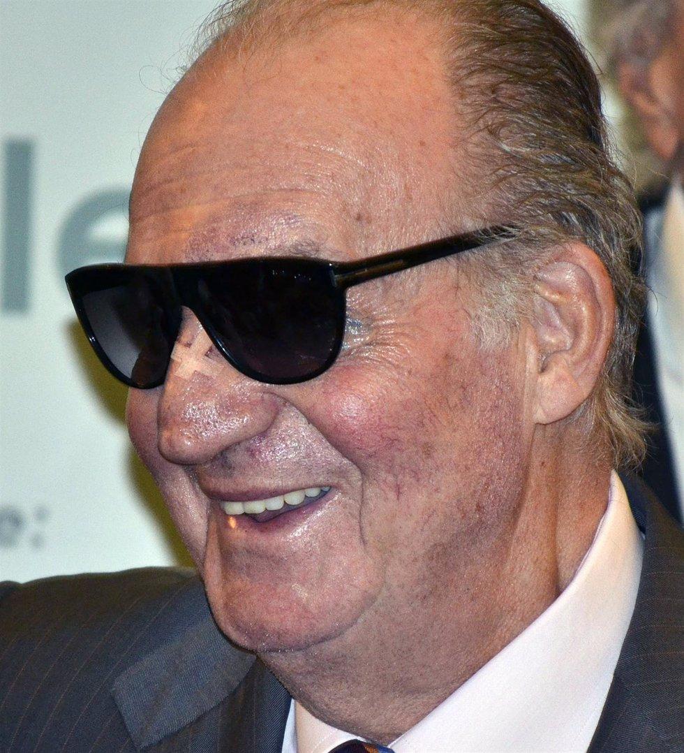 El Rey Con Gafas De Sol
