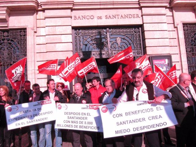 CCOO Y UGT Protestan Por Los Despidos En El Banco Santander