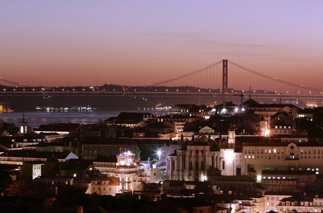 Ciudad De Lisboa Y Puente