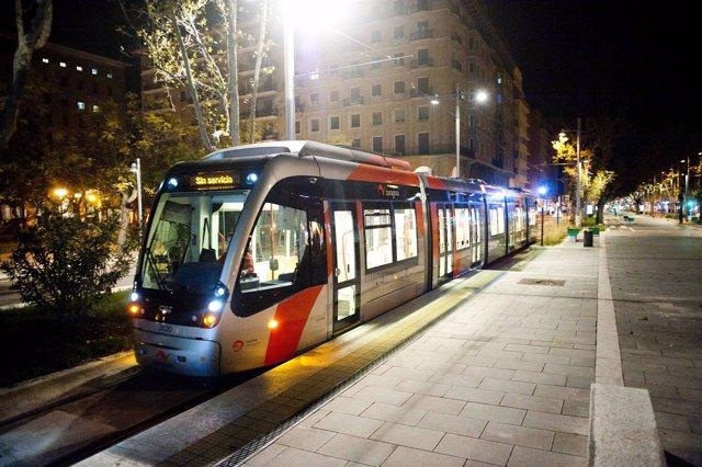 Tranvía Nocturno En Plaza San Francisco