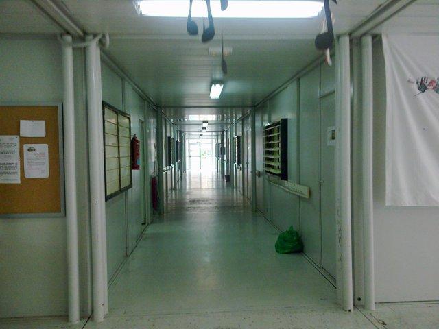 Un Pasillo Del Colegio Vacío