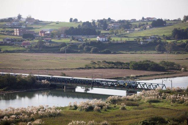 El Transcantábrico A Su Paso Por Treto (Cantabria)