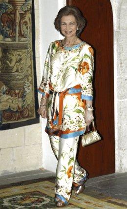 La Reina Sofía Posando