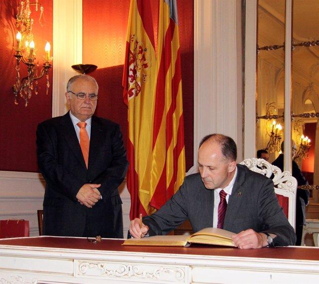 Cotino Y Fieber En La Recepción En Las Corts Valencianes.