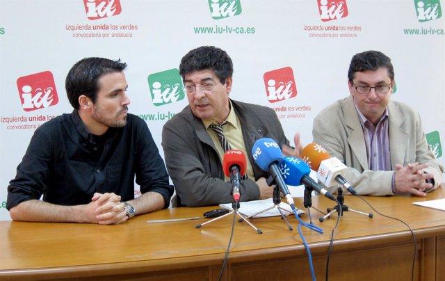 Garzón, a la izquierda junto a Valderas y Centella