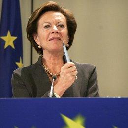 Neelie Kroes es la comisaria de Competencia de la Unión Europea