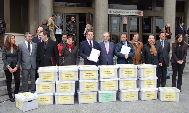 Afectados Por El Caos Aéreo Ante Los Juzgados De Madrid