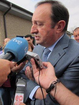 Pedro Sanz atiende a los medios de comunicación