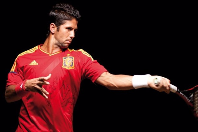 Fernando Verdasco Con La Camiseta Para La Final De La Davis