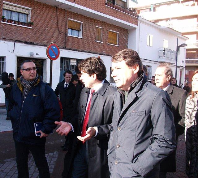 Ignacio González Durante Su Visita A Alcorcón