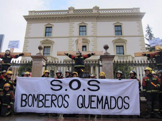 Bomberos Crucificados Por Sus Condiciones Laborales Protesta Manifestación