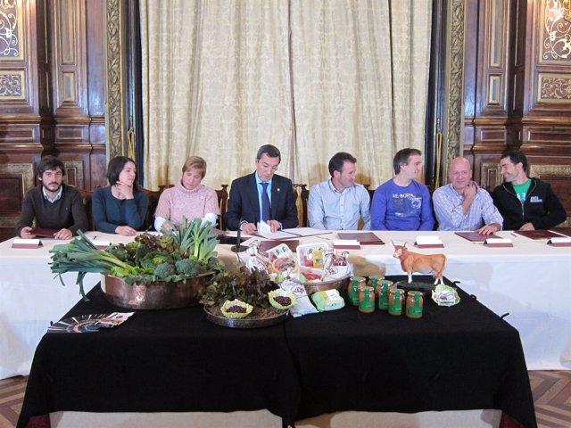 Bilbao, En El Acto De Firma Con Los Siete Ganaderos Y Agricultores