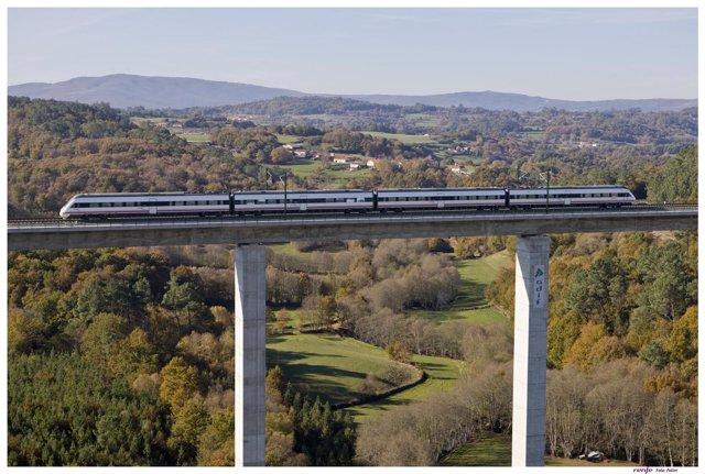 Fotos del tren Avant en Galicia.