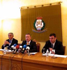 Antonio Pedraza (Vicedecano), Juan Carlos Robles (Decano) Y Fdo De Alcázar