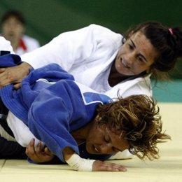Isabel Fernández supera a Valerie Gotay en Judo en Pekín