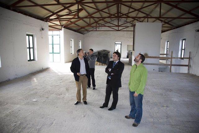 El Alcalde Visita Las Oficinas De Cros Con Representantes De IU Y PRC