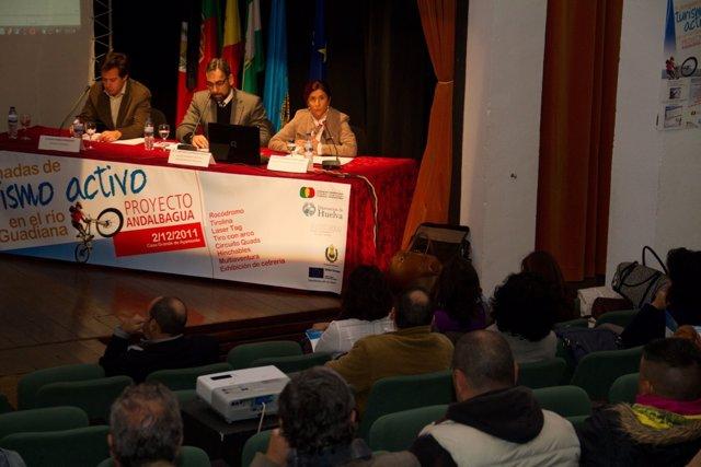 La Diputada En Huelva De Socioeconómico, Esperanza Cortés, En Ayamonte.