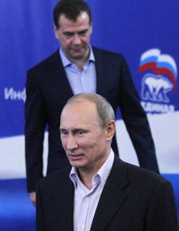 Primer Ministro Ruso, Vladimir Putin, Con El Presidente Ruso, Medvedev