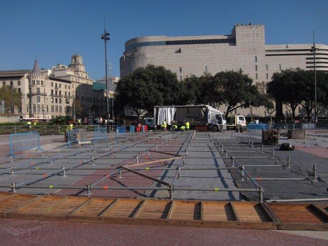 Instalación De La Pista De Hielo De Plaza De Catalunya