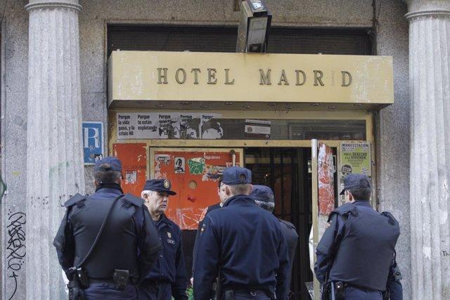 Desalojo Del Hotel Madrid, Okupado Por El Movimiento 15M
