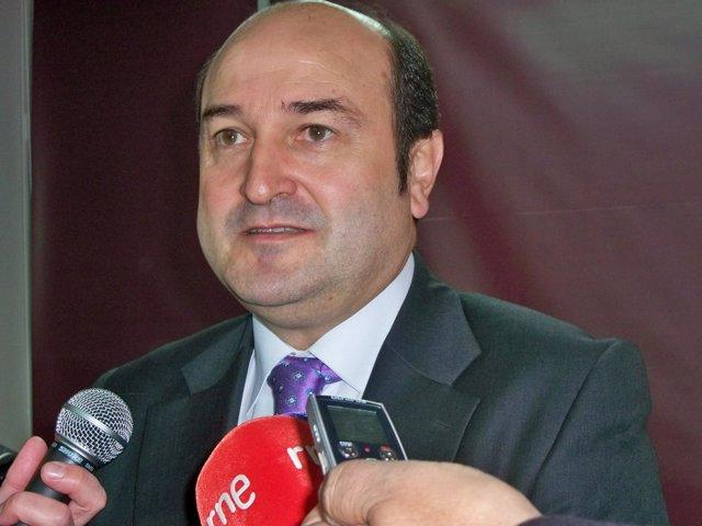 Andoni Ortuzar Del PNV Atiende A Los Medios