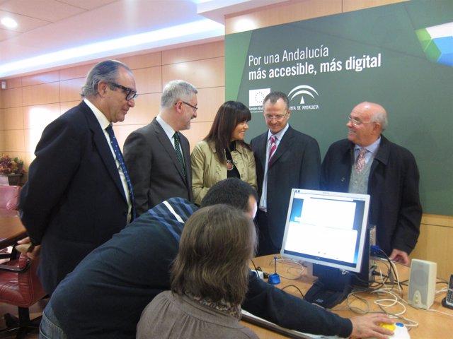 Los Consejeros Antonio Ávila Y Micaela Navarro Presentando La Orden De Ayudas