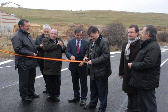 Las Autoridades Inauguran La Nueva Carretera