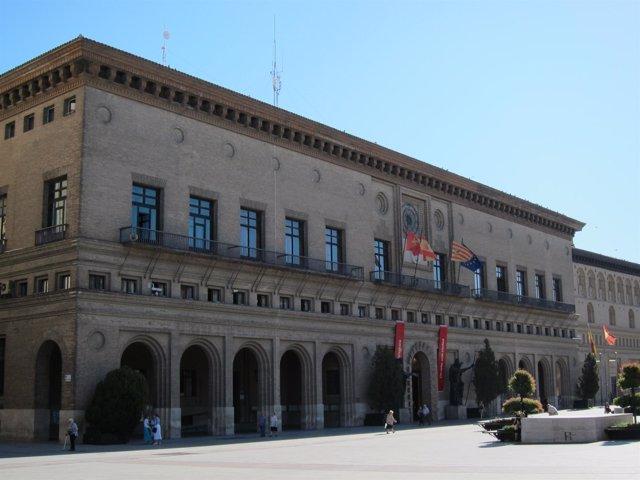 Plaza Del Pilar Con El Ayuntamiento
