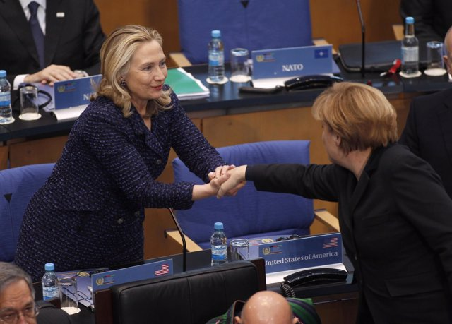 Hillary Clinton, Secretaria De Estado De EEUU, Y Angela Merkel, Canciller