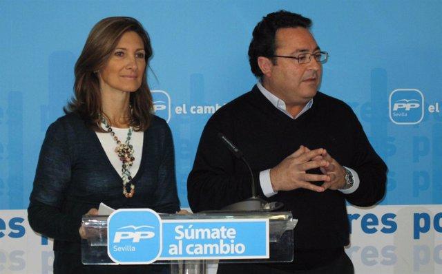 La Diputada Del PP Alicia Martínez Y El Portavoz Del PP Nazareno, Manuel Alcocer